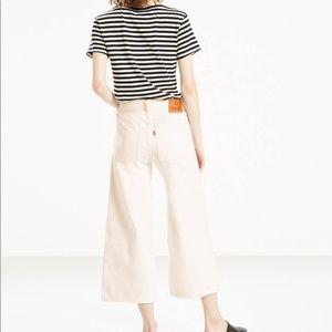 Levi's wide leg culottes white jeans. Size 28